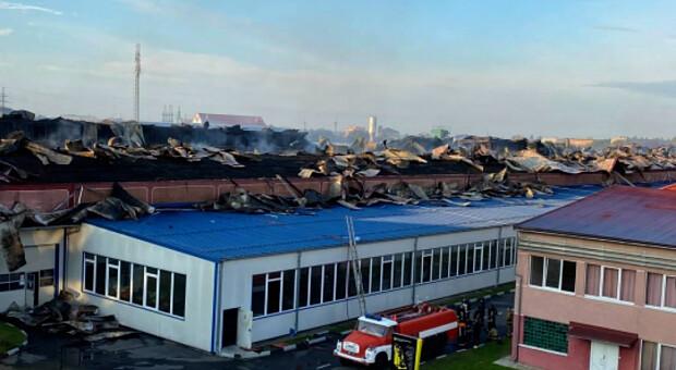 Масштабна пожежа в Мукачеві: горіла австрійська лижна фабрика Fisher