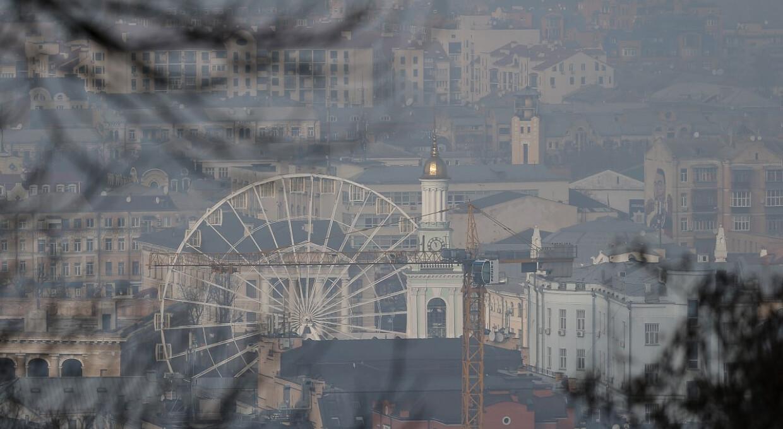 Брудне повітря: Київ піднявся на друге місце у світі, перевищивши норму у 2,5 рази
