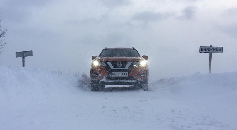 Як вижити в сніговому полоні: інструкція для автомобілістів