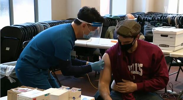 Світом швидко поширюється потенційний конкурент дельта-штаму коронавірусу