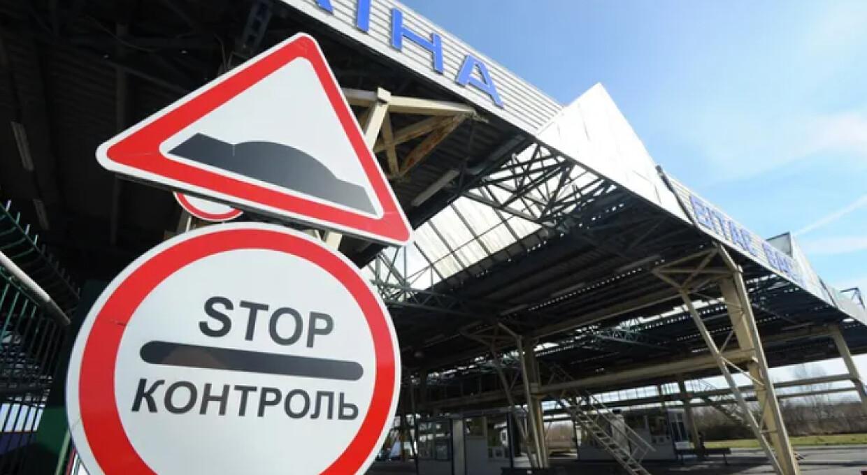 Обов'язковий ПЛР-тест і самоізоляція: Україна посилює правила в'їзду