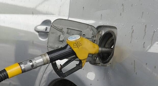 АЗС подняли цены на бензин и дизель на 30 — 60 копеек