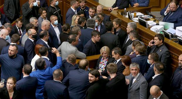 Тролінг Разумкова та зґвалтування парламенту: як Рада голосувала за закон про олігархів