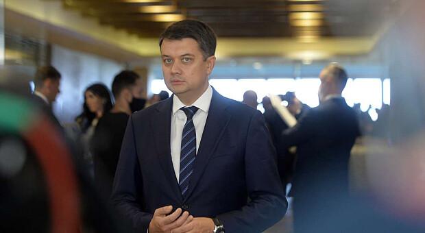 «Слуги» в Трускавці зібрали достатньо підписів за відставку спікера ВР Дмитра Разумкова