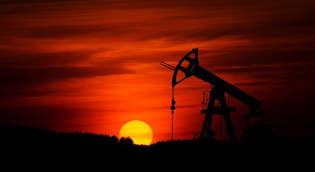 Нефть Brent закрепилась выше $81 на фоне договоренностей ОПЕК+. Какие перспективы дальнейшего роста