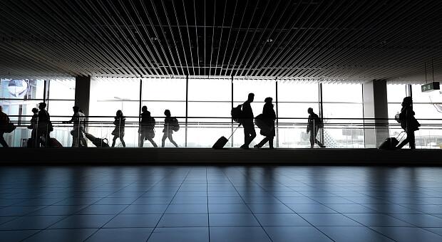 Масово знімали пасажирів з рейсів — як в Україні відновили авіасполучення