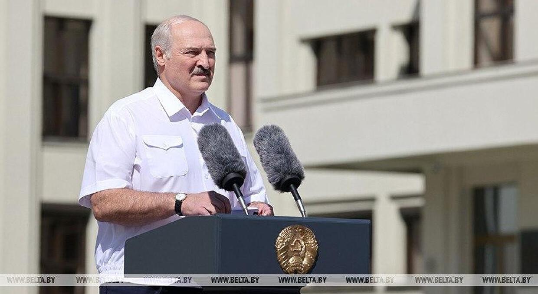 Лукашенко пообещал встать на колени, но не встал. В Минске прошли два митинга-антагониста